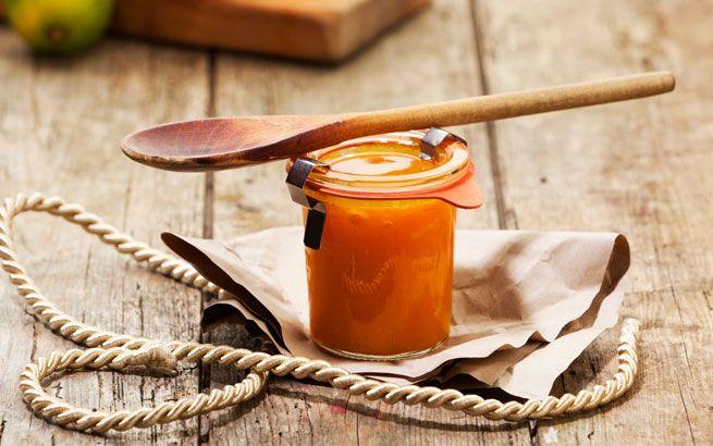 Quittengelee schmeckt herrlich als Brotaufstrich oder zum Zubereiten von Desserts. Hier finden Sie Rezepte für Vanille-Quittengelee und Quitten-Ingwer-Chutney.