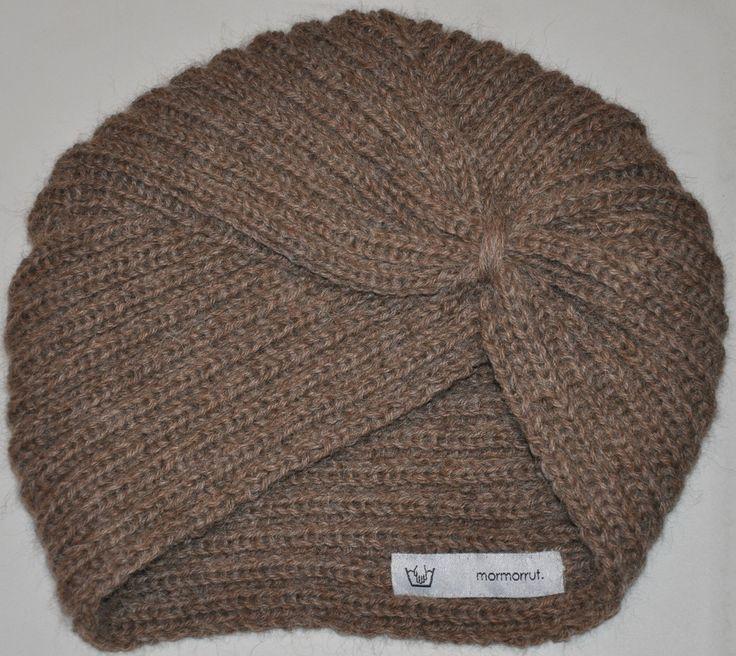 Handknitted turban in alpaca wool. At www.mormorrut.nu.
