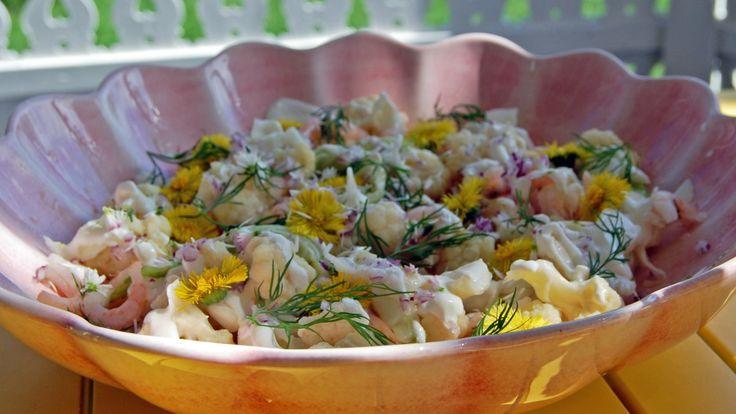 Salat med reker, blomkål og blomster