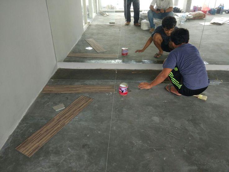 Hasil pemasangan lantai vinyl kami di Hotel Gammara Makassar. Distributor tunggal lantai vinyl produk jepang Anti Bakteri, anti air, anti statik & anti kimia (tahan terhadap cairan pembersih yg keras) Garansi produk 5 tahun & produk kami bersertifikat ISO International.  Office : Jl.Sungai Saddang Baru No 46 Makassar  Wa : 082189892999