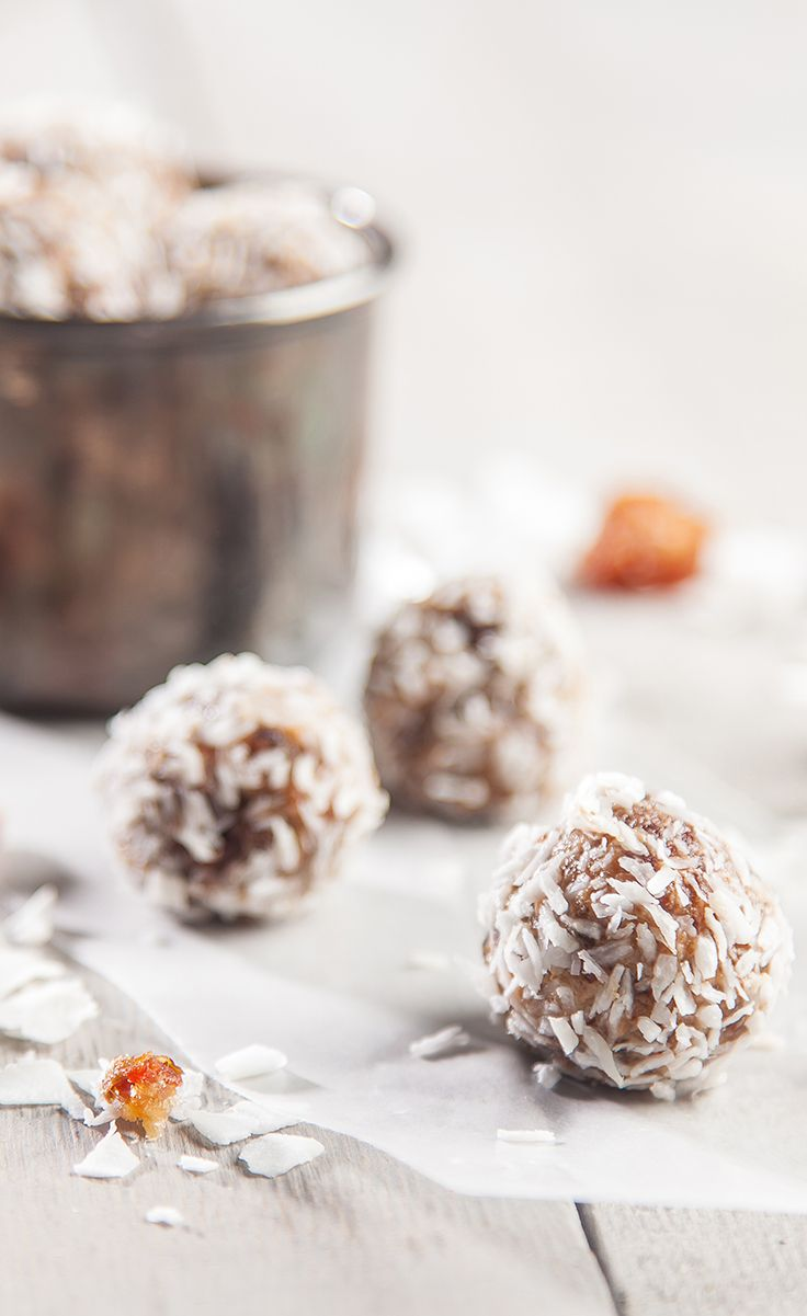 3 Ingredient Pre-Workout Snack: Date Bites