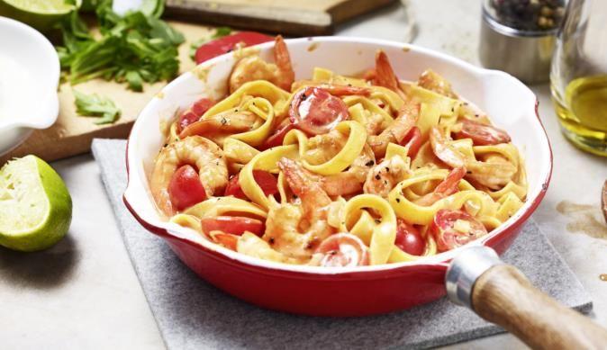 Die knackigen Garnelen in der cremigen Paprika-Rahm Sauce werden durch die säuerliche Limette schön fruchtig.