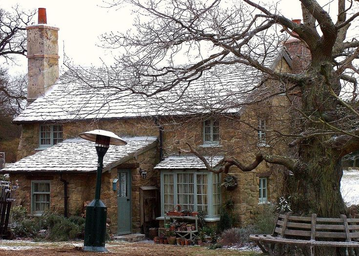 """Another picture of """"The Holiday"""" cottage in Surrey England"""