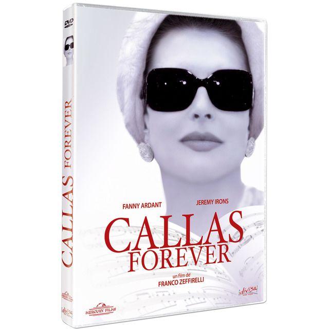 """A su llegada a París, un grupo de rock es recibido por admiradores, periodistas y fotógrafos entre vítores y aplausos. Larry Kelly, el mánager del grupo, que, en otro tiempo, había organizado las giras de María Callas, va a verla al apartamento, donde la diva vive completamente aislada e intenta convencerla para que participe en un espectáculo especial que llevaría el nombre de """"Callas Forever"""". Pero la famosa cantante de ópera ya no es ni la sombra de lo que era."""