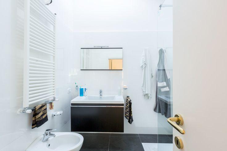 private bathroom main bedroom