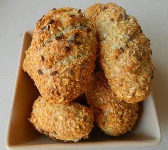 Zabpelyhes zsemle    Reggelire élesztőmentes, olcsó zabpelyhes bagett / zabpelyhes zsemle recept Lídiátólsmile hangulatjel  Hozzávalók:  3 tojásfehérje 5 g só(Himalaya só ITT!) 5 g sütőpor(sütőpor ITT!) 50 g víz (a tojások nagyságától függően, lehet hogy picit több