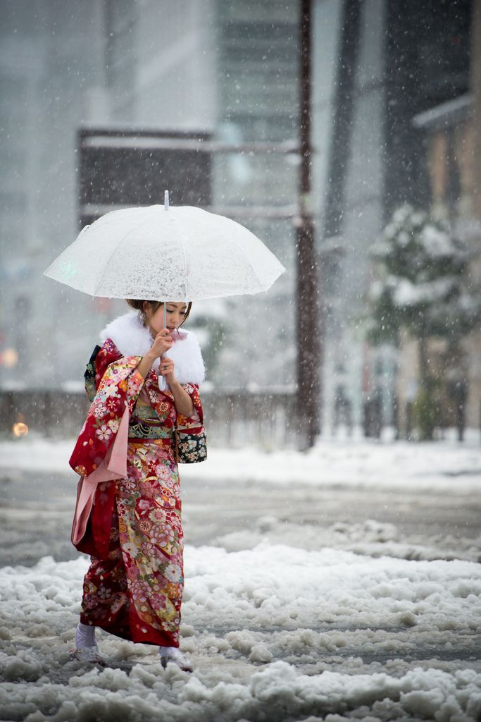 Coming of Age day under the snow in Tokyo (by balbo42)