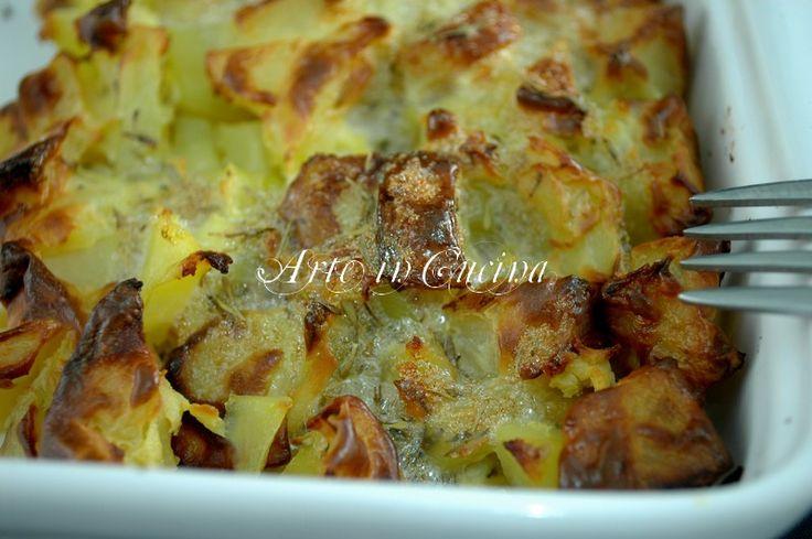 Patate al forno con ricotta ricetta veloce, ricetta contorno economico, ricetta facile e veloce, teglia di patate al forno, patate con uova, ricetta economica