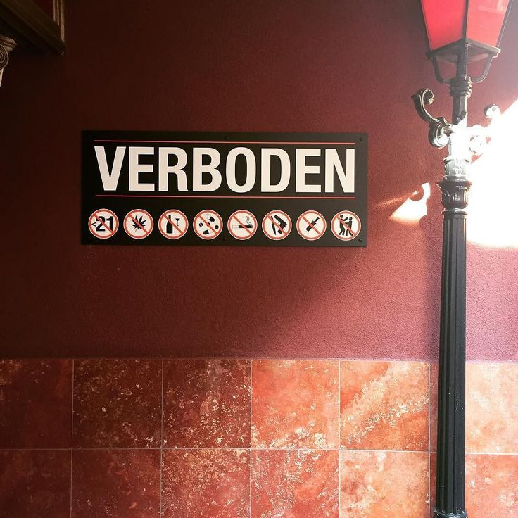 Quand c'est verboten c'est verboten est la liste est longue pour entrer dans cette boite de nuit ;) #verboten #interdit #forbidden #picoftheday #instagood #edcny #marqueenightclub #interditdinterdire #paysbas #nederland #hollande #holland #netherlands #thenetherlands #travel #panneau #interdiction http://ift.tt/2vXubje #1/2heure #Lille #balade