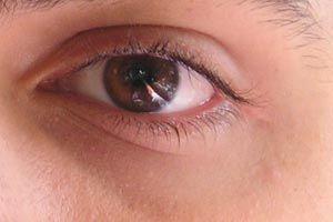 ***¿Cómo hacer desaparecer las ojeras?*** El cansancio, el estrés o la falta de sueño nos provocan ojeras, sombras más o menos oscuras que se instalan debajo de los ojos....SIGUE LEYENDO EN.... http://comohacerpara.com/hacer-desaparecer-las-ojeras_572b.html