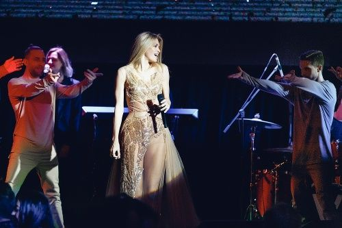 Вера Брежнева и бабуля Галамартовна на одной сцене в Дубаи