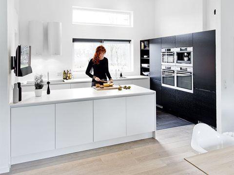 køkkenø fastmonteret på væg