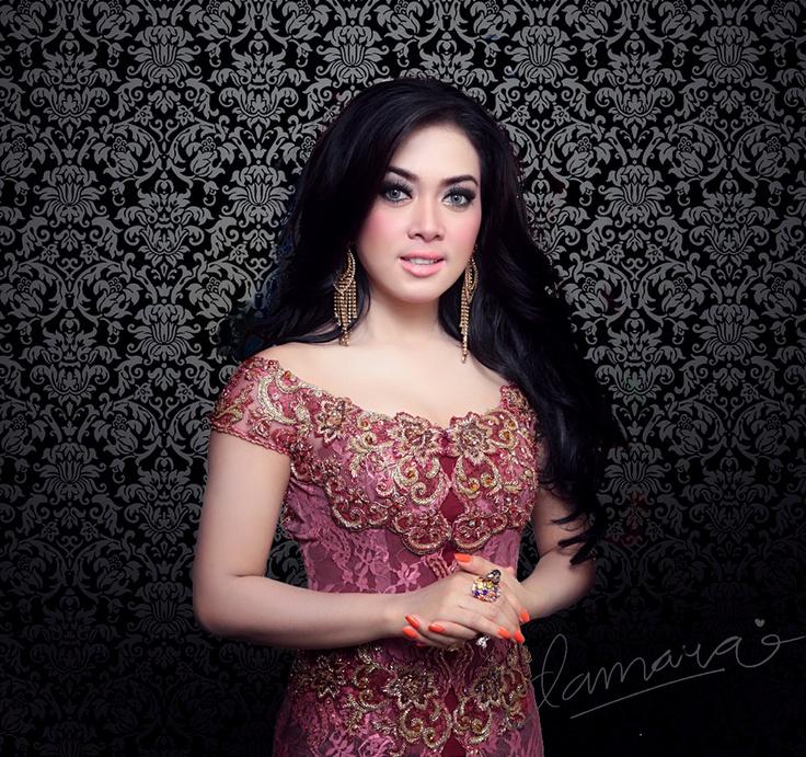 syahrini  #batik #kebaya #kabaya #fashiondesign #fashion #couture #womandress