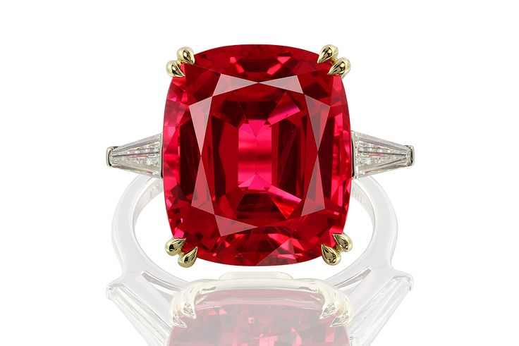 Red Spinel 14.43 ct, Diamonds 1.05 ct / 2 pcs, 18K Gold