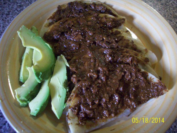 Enchiladas de Mole Almendrado por Lety Almaguer
