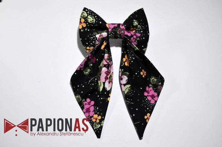 Papion fundita Black abstract with flowers
