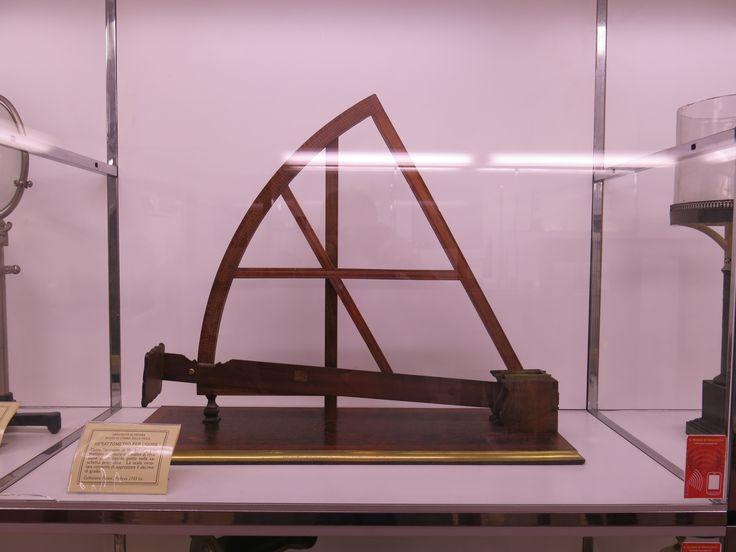 MSC UNIPD strumento per misurare la diversa capacità di rifrazione dei liquidi, museo della fisica 11 ottobre 2013