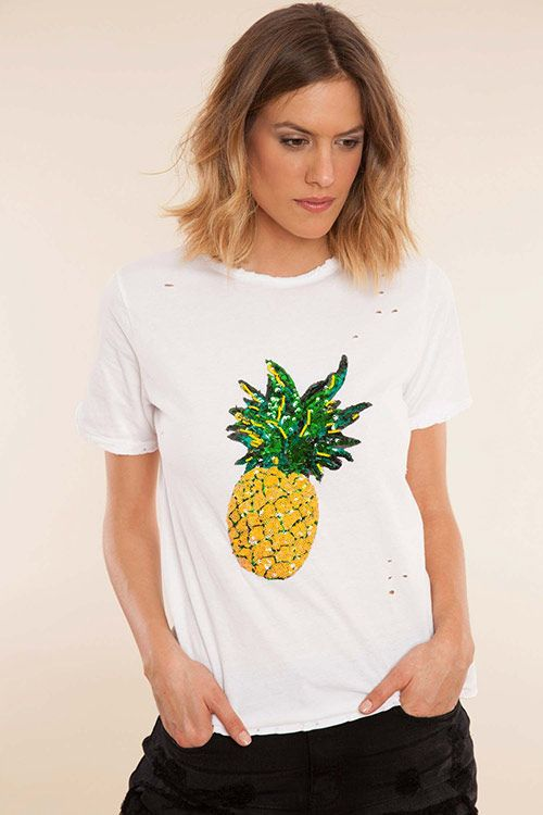 http://stylelovely.com/bdba/2017/05/17/camiseta-blanca-dia-de-internet/