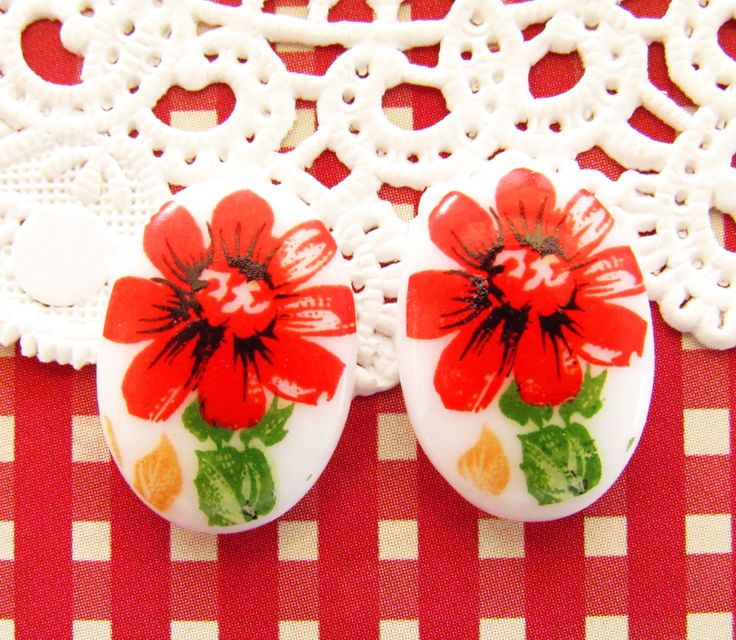 Vintage Red Daisy Flower 18x13mm Oval Cameo Cabochon Flat Back - 2 by alyssabethsvintage on Etsy