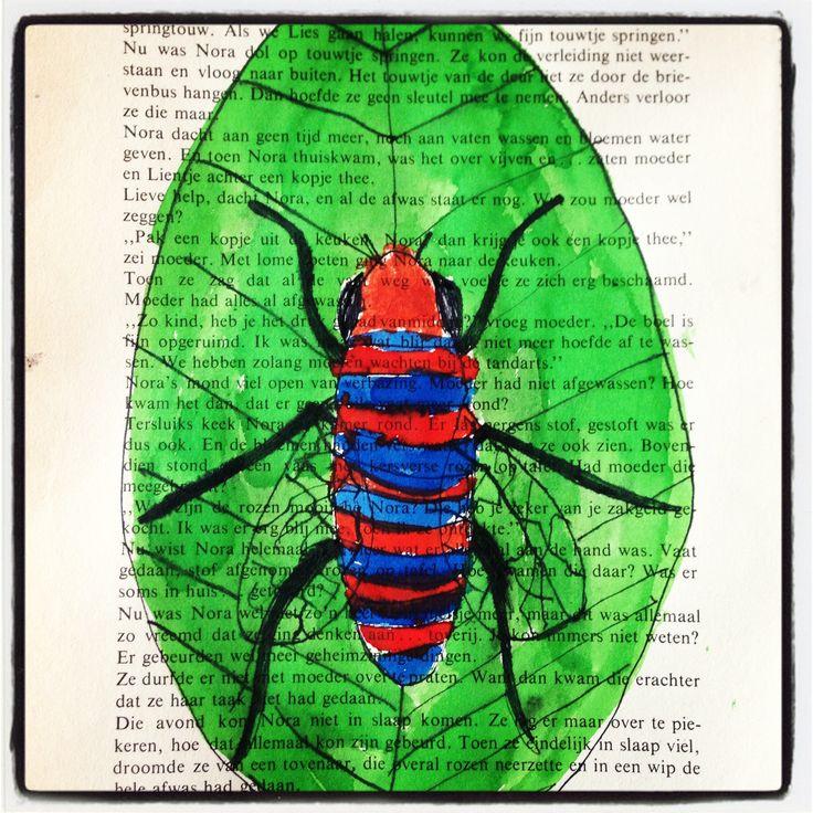 Insecten tekenen met inkt op een pagina uit een oud kinderboek. Groep 7&8