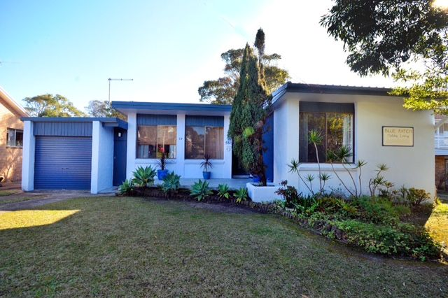 """Blue Patch"""" is a delightful 4-bedroom house with a large, leafy, private garden with hammock and tree swing. Ideal for children and safe and secure for dogs. """"Blue Patch"""" is all on one level..."""
