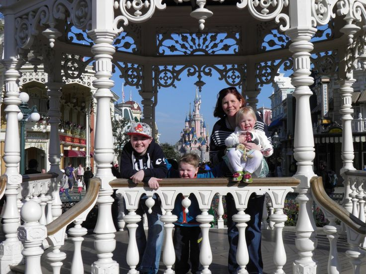 Top 10 Tips for Saving Money when Booking a Holiday to Disneyland Paris