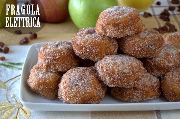 FRITTELLE DI MELE E UVETTA fragolaelettrica.com Le ricette di Ennio Zaccariello #Ricetta #Carnevale