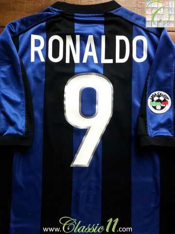 Relive Ronaldo's 1999/2000 Serie A season with this vintage Nike Internazionale home football shirt.