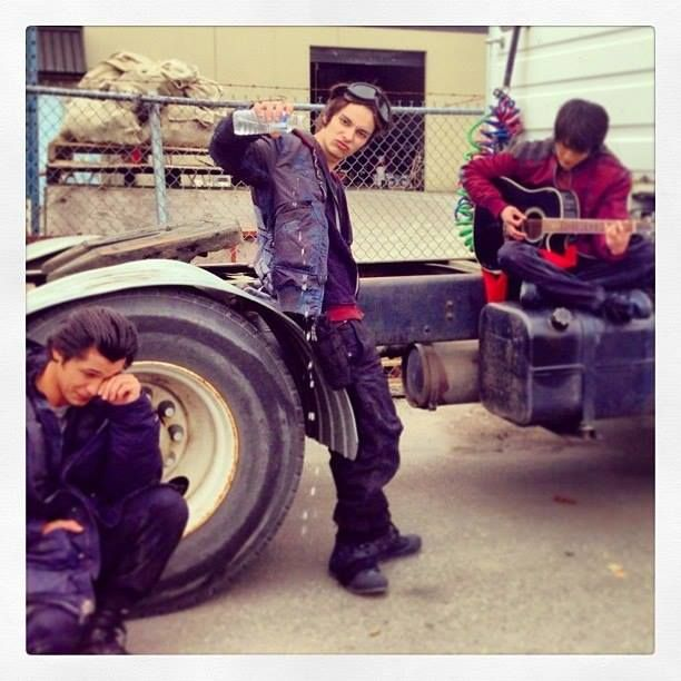 The 100 cast behind the scenes || Bob Morley (Bellamy Blake), Devon Bostick (jasper) and Chris Larkin (Monty Green)