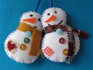 Snowy white embellished felt snowmen -can use Red & Green accessories on the white snowmen to make them more Holiday-ish!