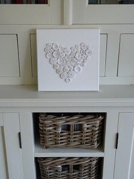 Leuk idee! Een hart getekend op canvas en dit vol met knoopjes genaaid. Door vief79