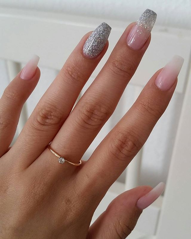 Ombré American manicure mixed with ombré glitter and a solid glitter