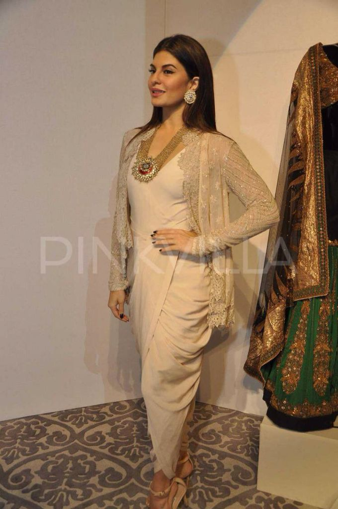 Jacqueline Fernandez attend Anand Kabra's fashion installation!