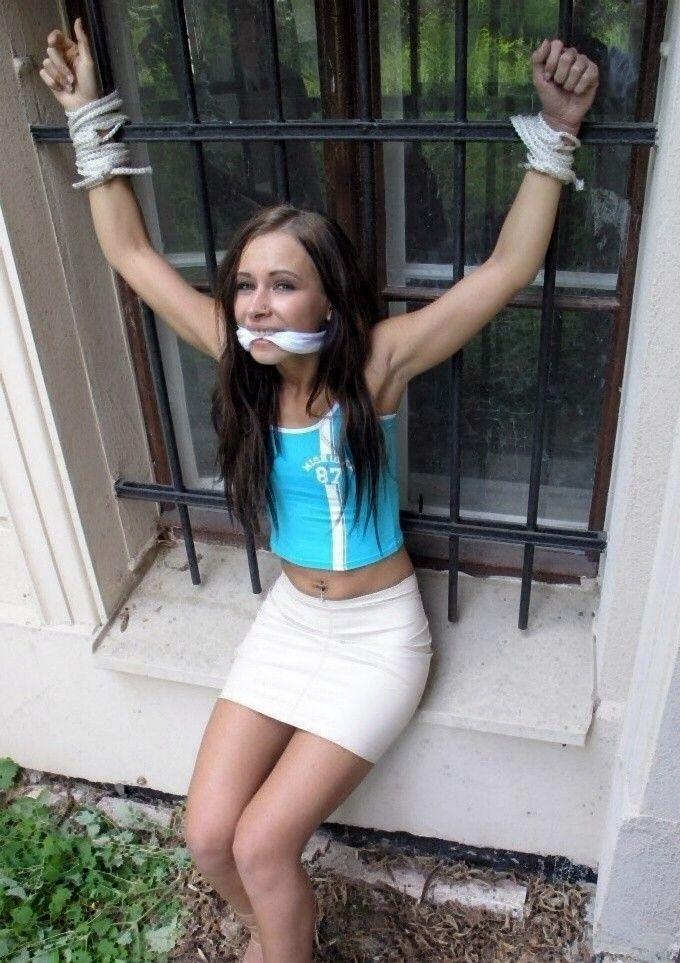 free teen up skirt pics