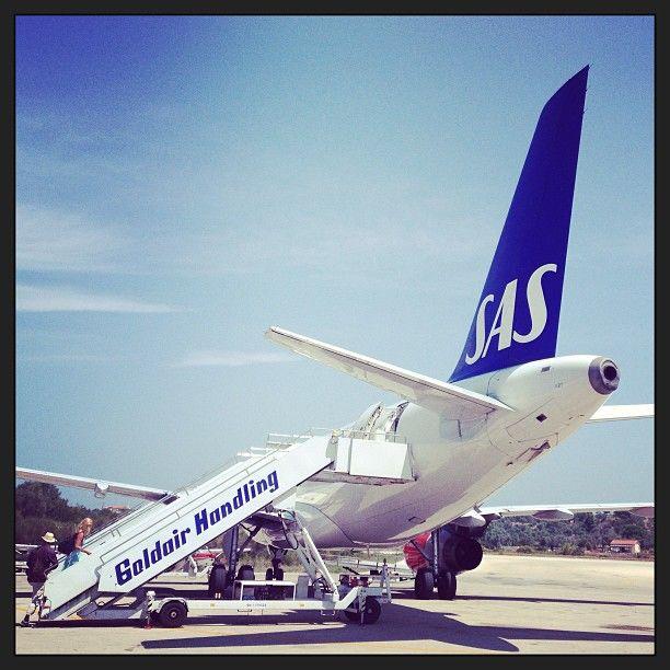 Skiathos Airport SAS flight to Copenhagen Denmark #nickkarvounis #skiathos #plane #sas #boarding #plane #airplane #aegean #sasairlines #sporades #denmark #copenhagen #travel #holiday #summer #summertime #visitgreece - Nick Karvounis Photography