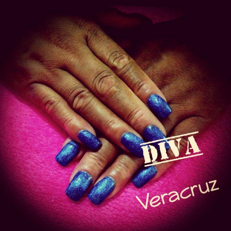 Uñas largas de acrilico azul metálico. #Nails #Azul #Largas