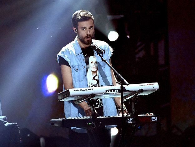33 Celebrity Beards To Cozy Up To This Fall; No. 26: Kyle Simmons of Bastille (Um...I might second that...)