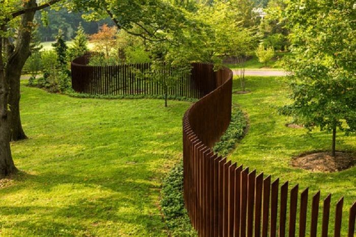 Cheap Dog Fence Ideas | Best Yet Inexpensive Front Yard Fence Ideas: Fabulous Sculptural Fence ...