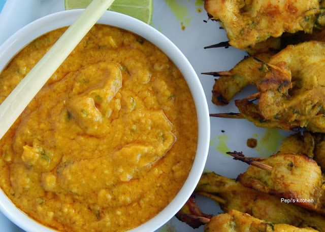 Κοτόπουλο σατάι με σάλτσα φυστικιού http://www.pepiskitchen.blogspot.gr/2013/11/chicken-satay-with-peanut-sauce.html