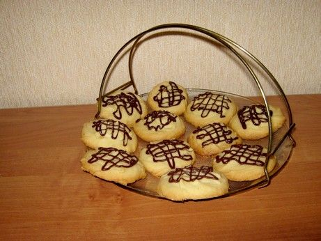 нежное ,рассыпчатое печенье по рецепту Мишель с кукинга Продукты: 227 г сл. масла, комнатной температуры 1/2 ст сахарной пудры 1 ч.л. ванилина 1 1/2 ст. муки 1/3 ст.…