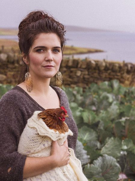 Happit Hen. Ria Moncrieff photographed by Joy Allan, earrings by Helen Robertson.