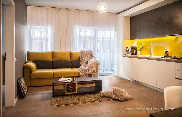 amenajare si mobilare apartament cu doua camere bucatarie pal la comanda cluj perete cu sticla vopsita galben