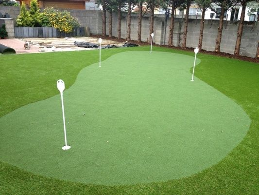 Contact us today on : 045 901970 to chat to us about a putting green idea you may have.