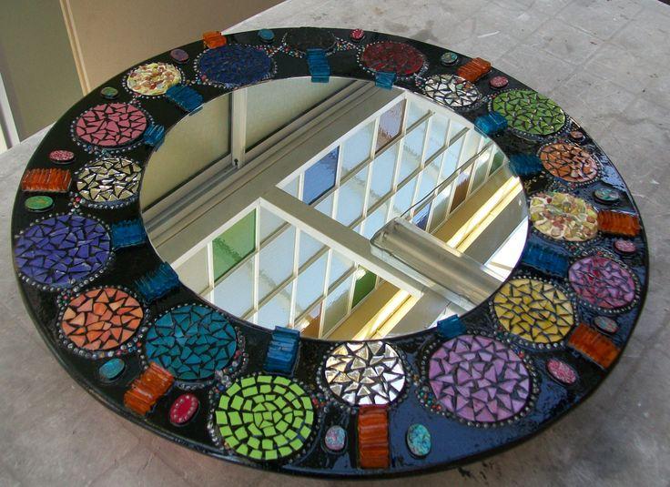 espejo circular con mix de materiales