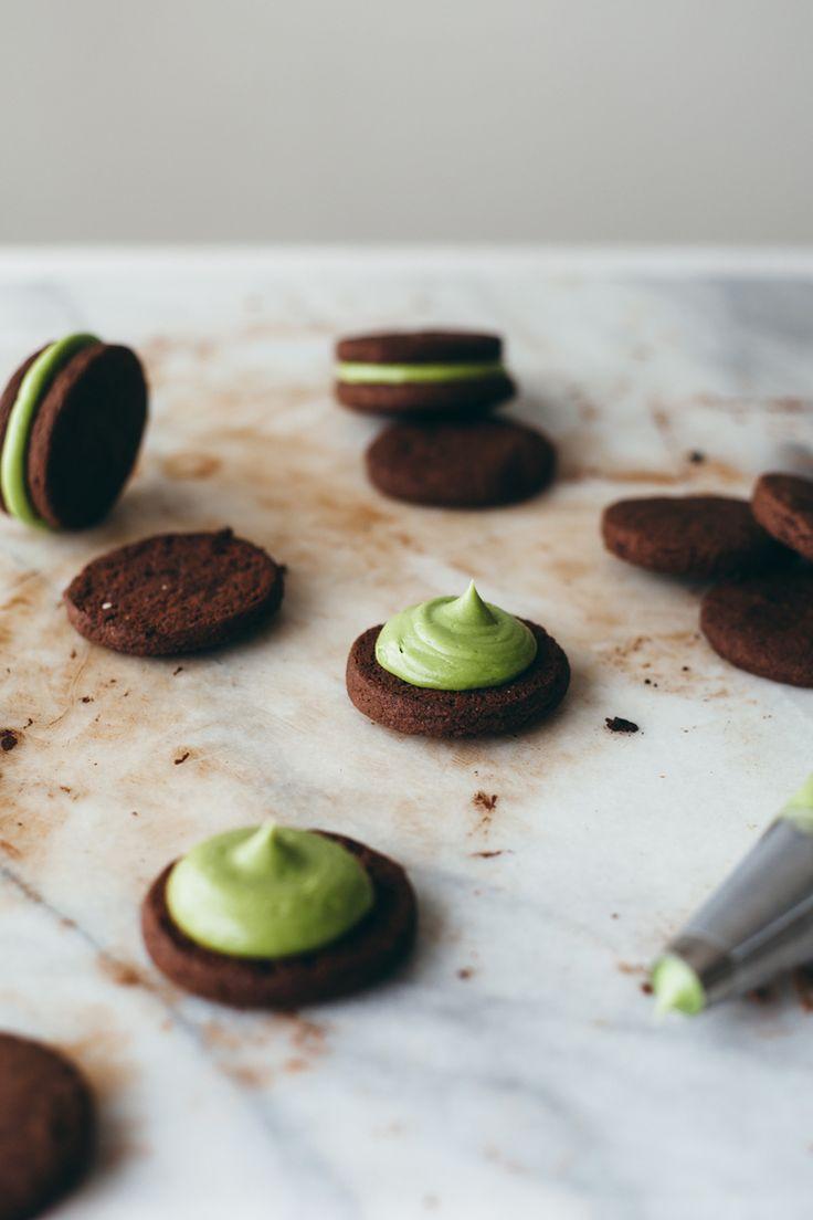 Matcha Oreos by My Name is Yeh! Made using Aiya's Cooking Grade Matcha (aiyamatcha.com) #Matcha #oreos #matcharecipes