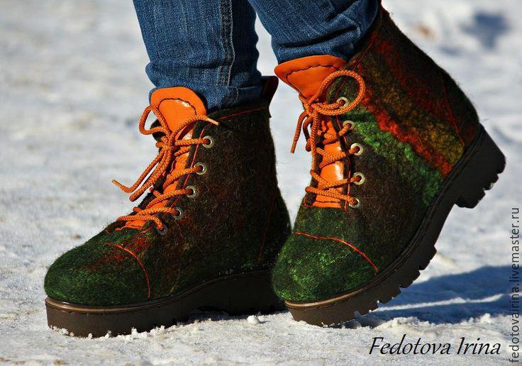 Купить или заказать Ботинки 'Green forest-3'. в интернет-магазине на Ярмарке Мастеров. Красивые, комфортные,теплые зимние ботинки,сваляны вручную из 100% овечьей шерсти породы Tiroler Bergschaf . Качественная подошва ТЭП,проклеена и прошита. Декорированы вискозным волокном и натуральной кожей. Все лечебные свойства сохранены. Цельно валяные - без единого шва, хорошо уплотнены не промокают, не теряют форму, сохраняют температуру тела. Носить можно,как с брюками,так и с юбкой.