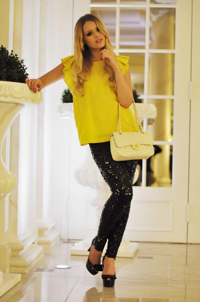 KAYTURE Leggings: Dolce, Shirt: Zara,  Shoes: Louis Vuitton, Bag: Chanel.