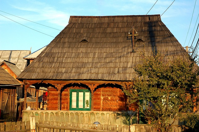 Botiza house with traditional wooden roof by iancowe, via Flickr