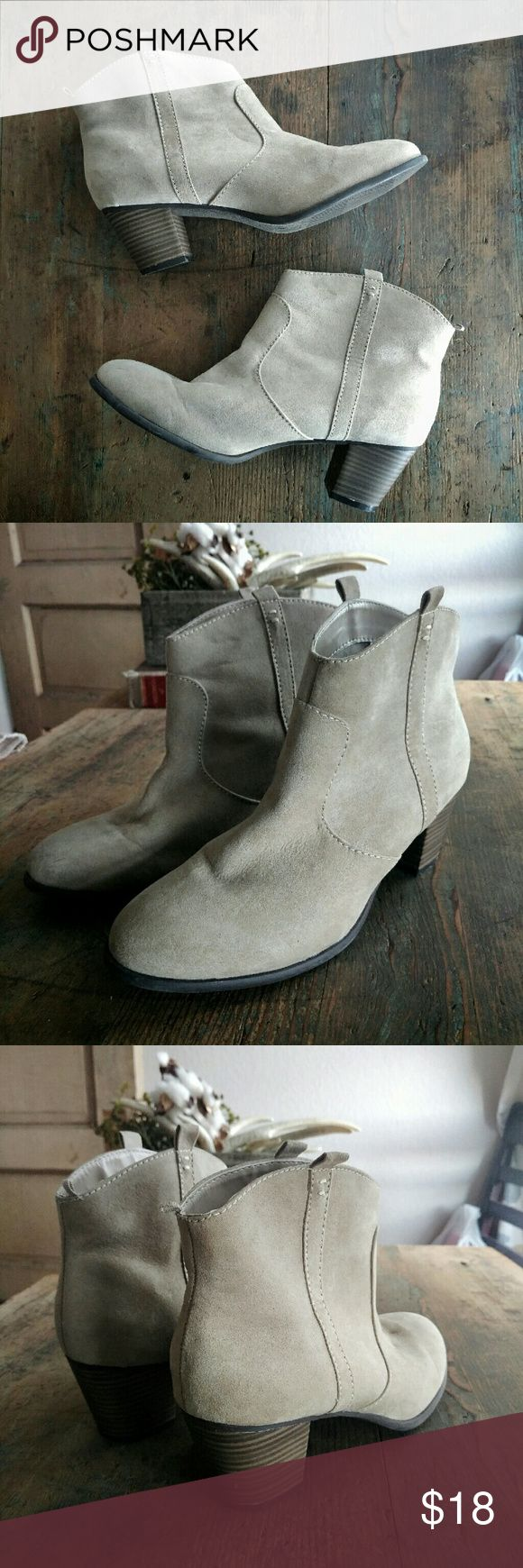 """NWOT Old Navy Ankle Boots Brand new, never worn light beige (not gray, color closest to picture #3), faux suede ankle boots with a wooden heel. Size 9M, heel height 1.35"""". Old Navy Shoes Ankle Boots & Booties"""