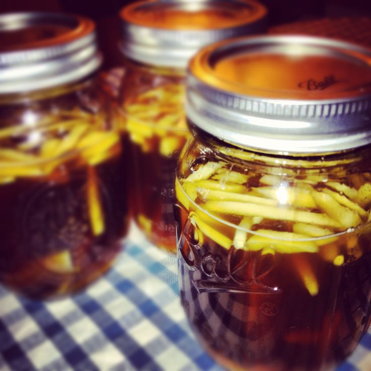 Ginger infused whiskey with brown sugar, honey, and vanilla #gift #DIY #homemade #whiskey